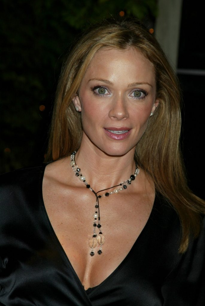 lauren holly measurements