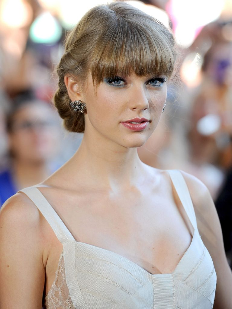 taylor swift fake tits